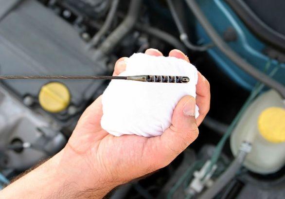 تصویر از دلایل اصلی کم کردن روغن موتور